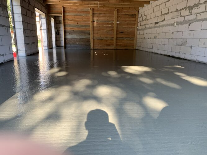 Залитый бетонный пол в нараже