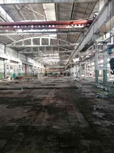 Фото старого заброшенного склада.