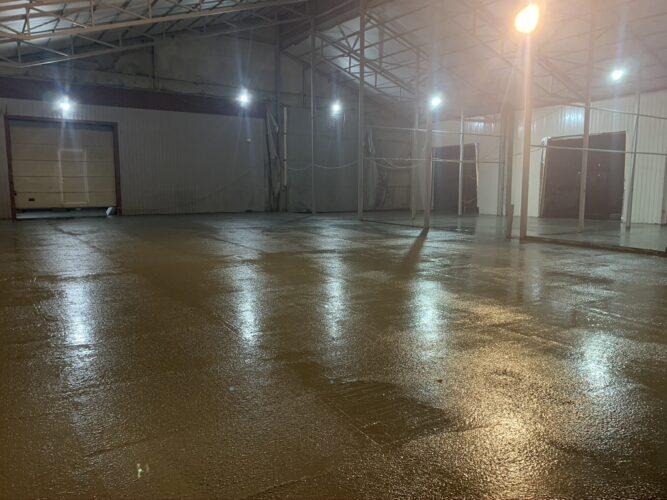 Залитый бетон на автосервисе