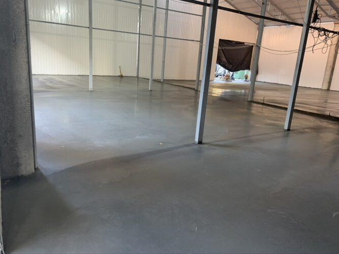 Затертый бетон до глянца на СТО автосервисе