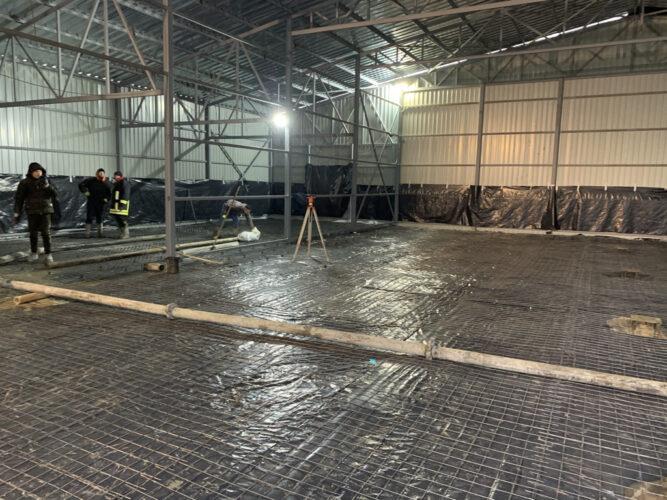 Армирование сеткой перед бетонированием 2